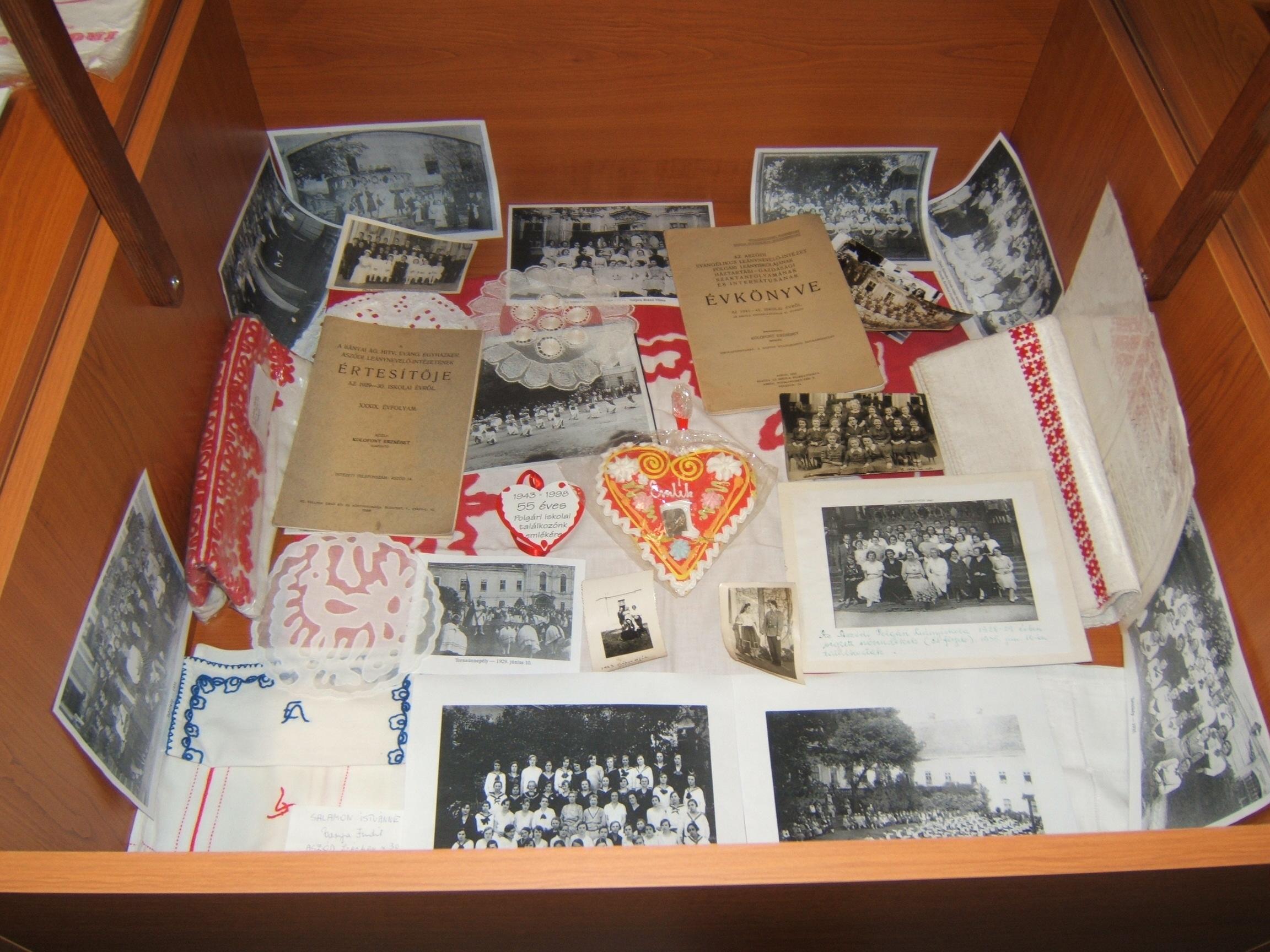 Múzeum képek 2008.12.11.csütörtök középső sor jobb alsó fal 020