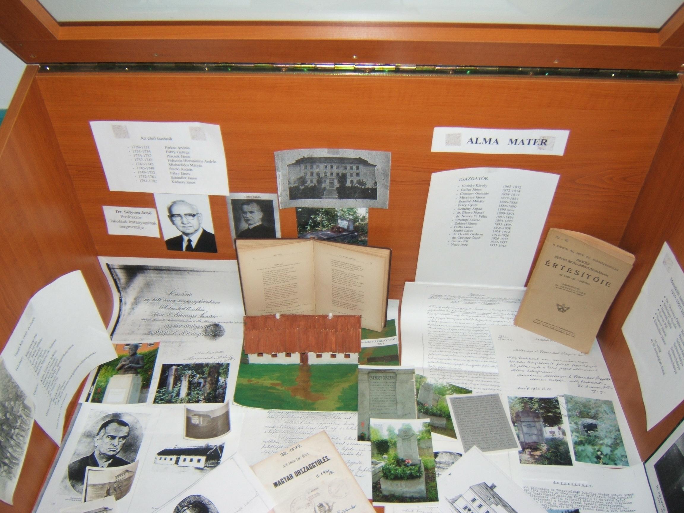 Múzeum képek 2008.12.11.csütörtök középső sor jobb alsó fal 028