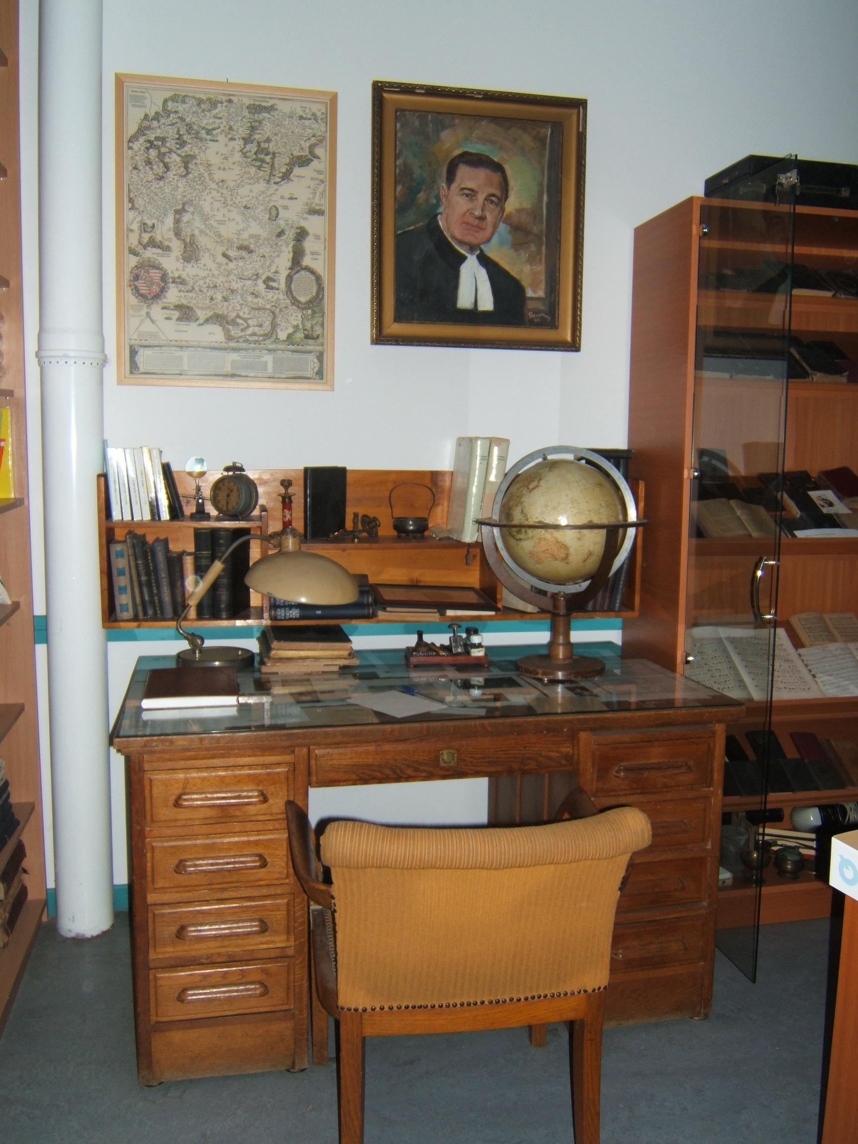 Múzeum képek 2008.12.19.csütörtök polcok, emlékek 008